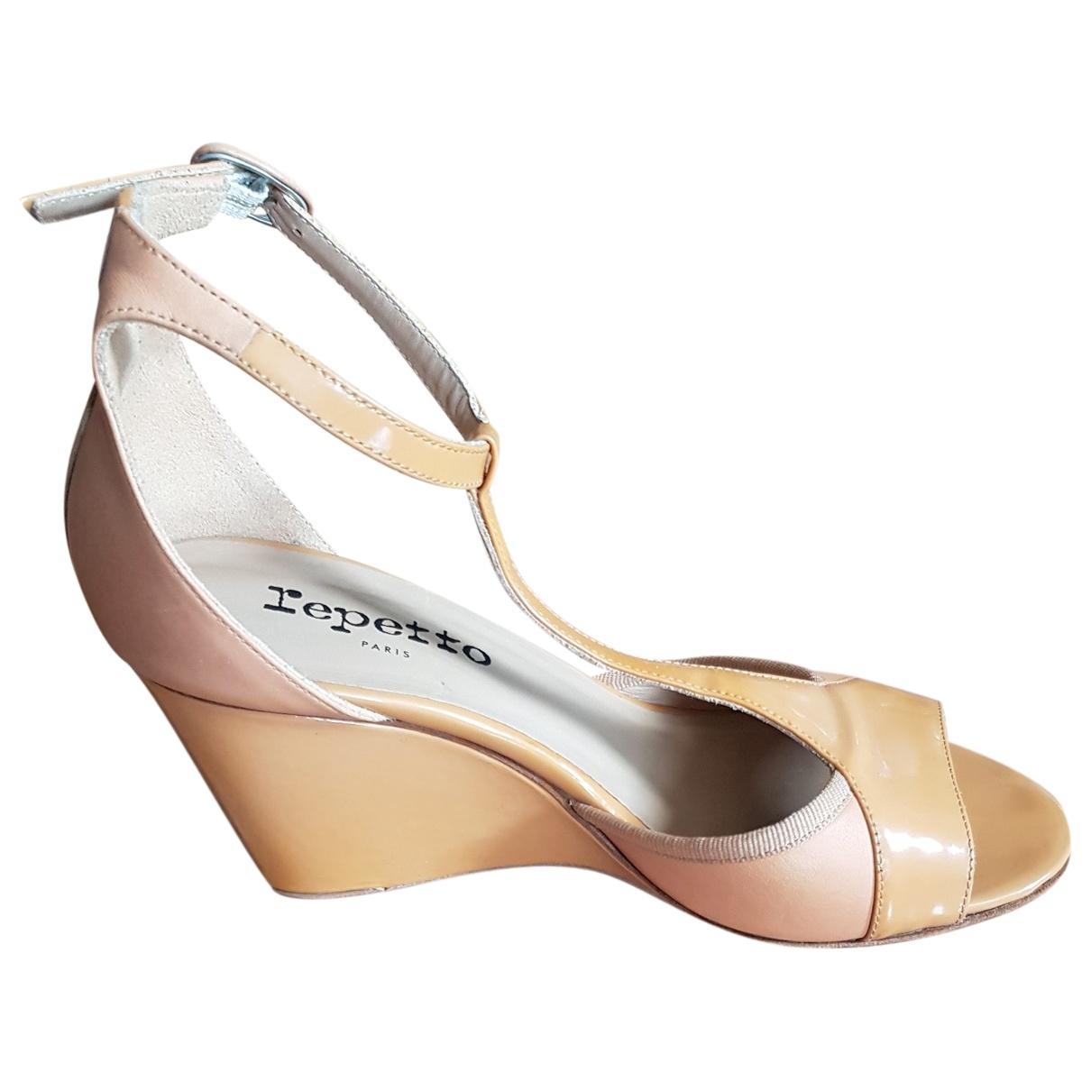Repetto - Sandales   pour femme en cuir verni - camel