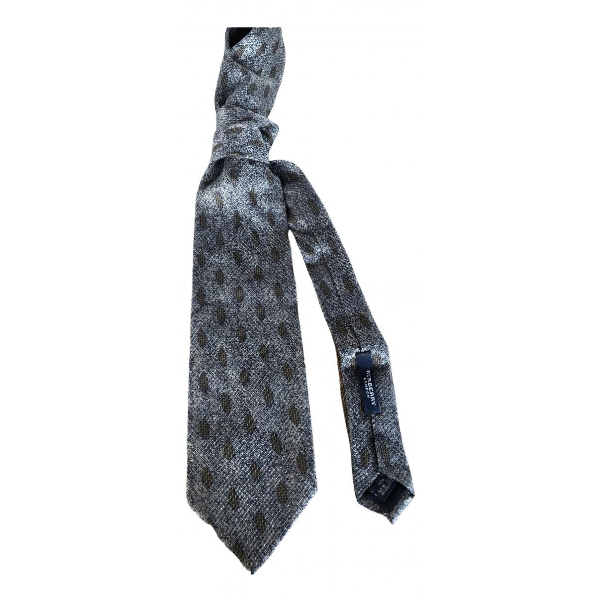 Burberry \N Krawatten in  Grau Seide