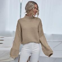 Rippenstrick Pullover mit hohem Kragen und sehr tief angesetzter Schulterpartie