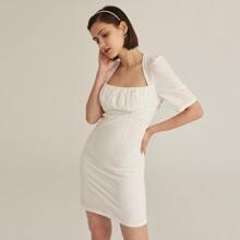 Kleid mit Ausschnitt, Band hinten, Schlitz am Saum und Ruesche