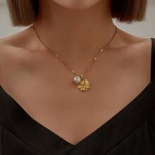 Halskette mit Kunstperlen & Schale Dekor