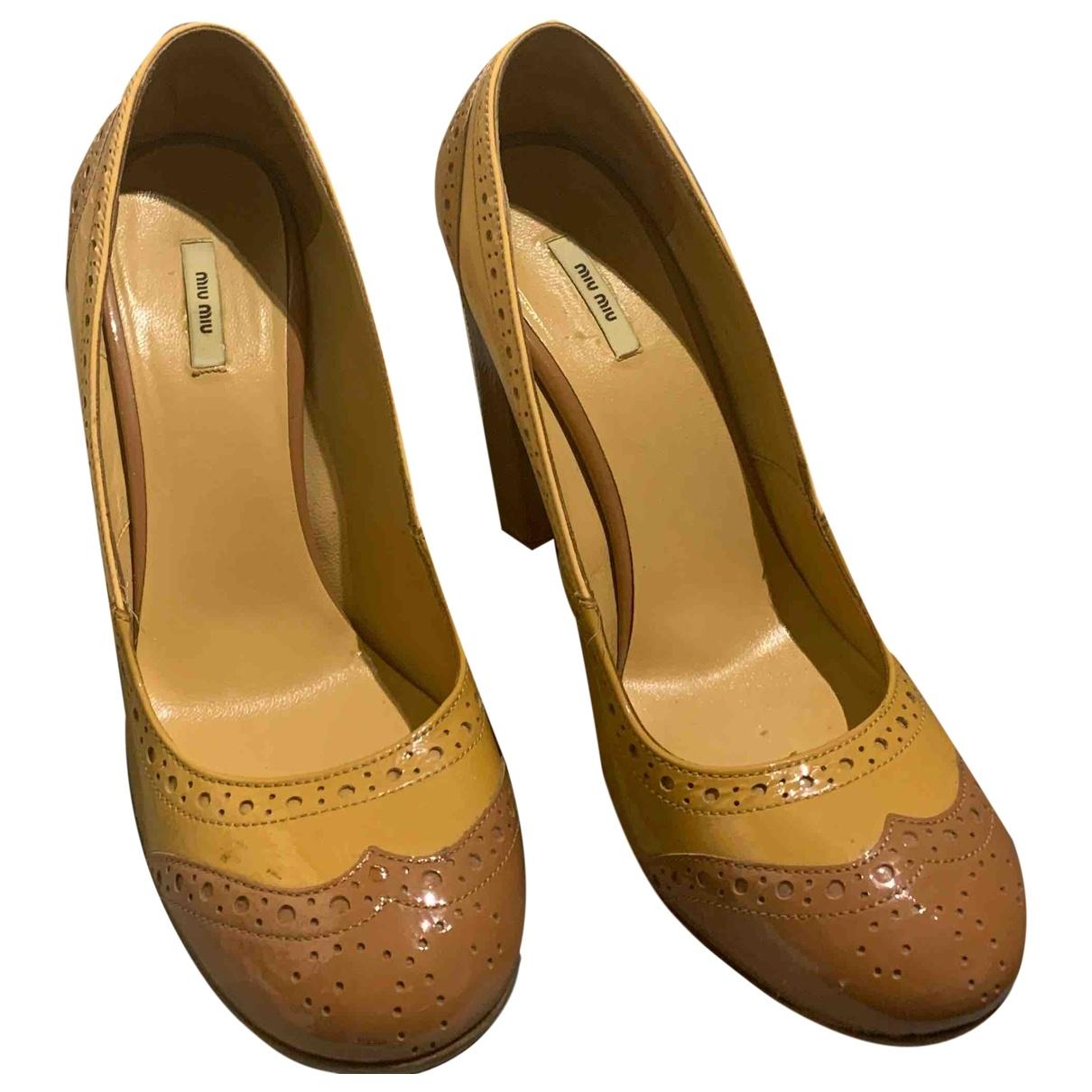 Miu Miu - Escarpins   pour femme en cuir verni - beige