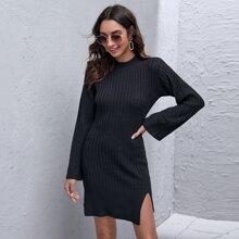 Einfarbiger Pulloverkleid mit Schlitz