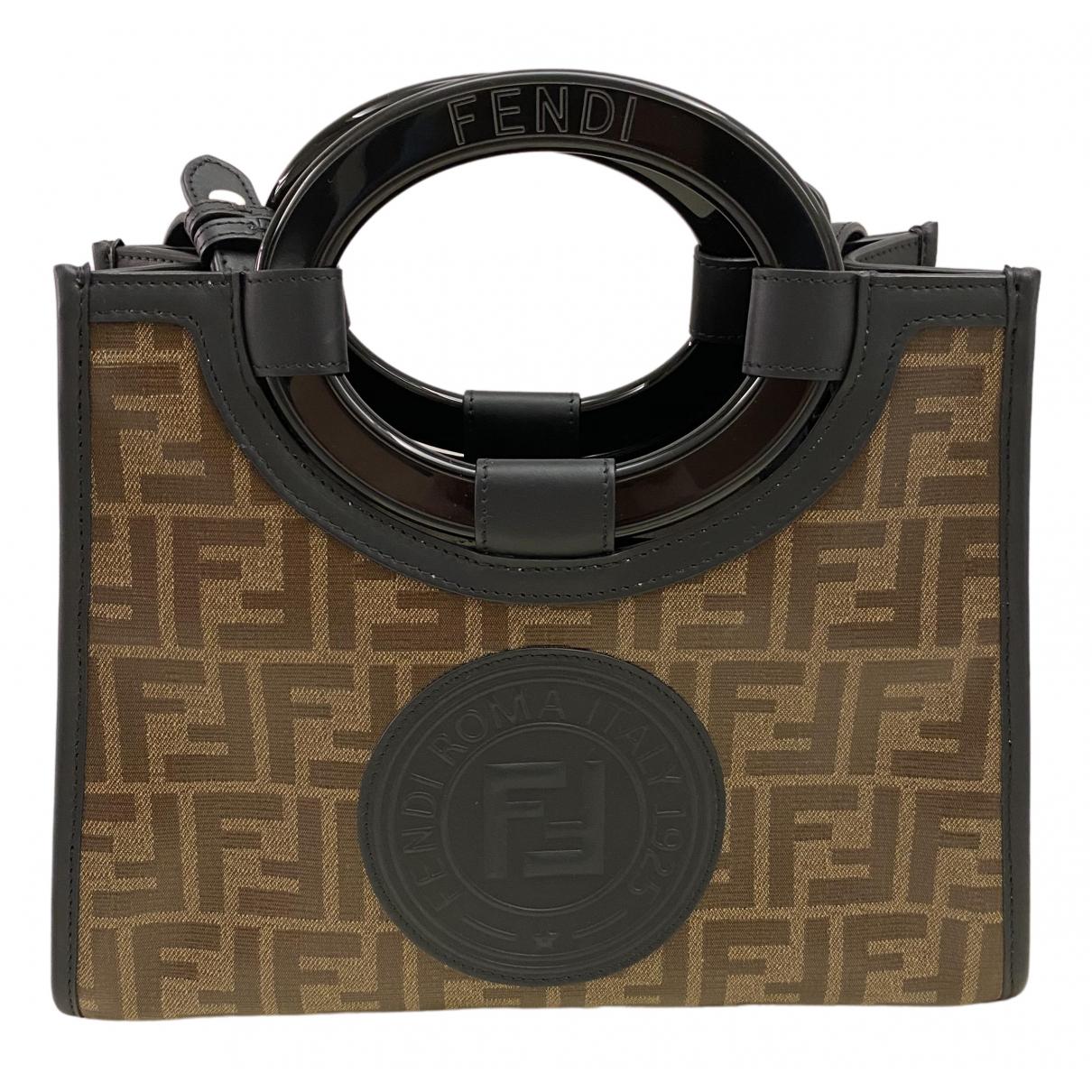 Fendi \N Handtasche in  Braun Polyester