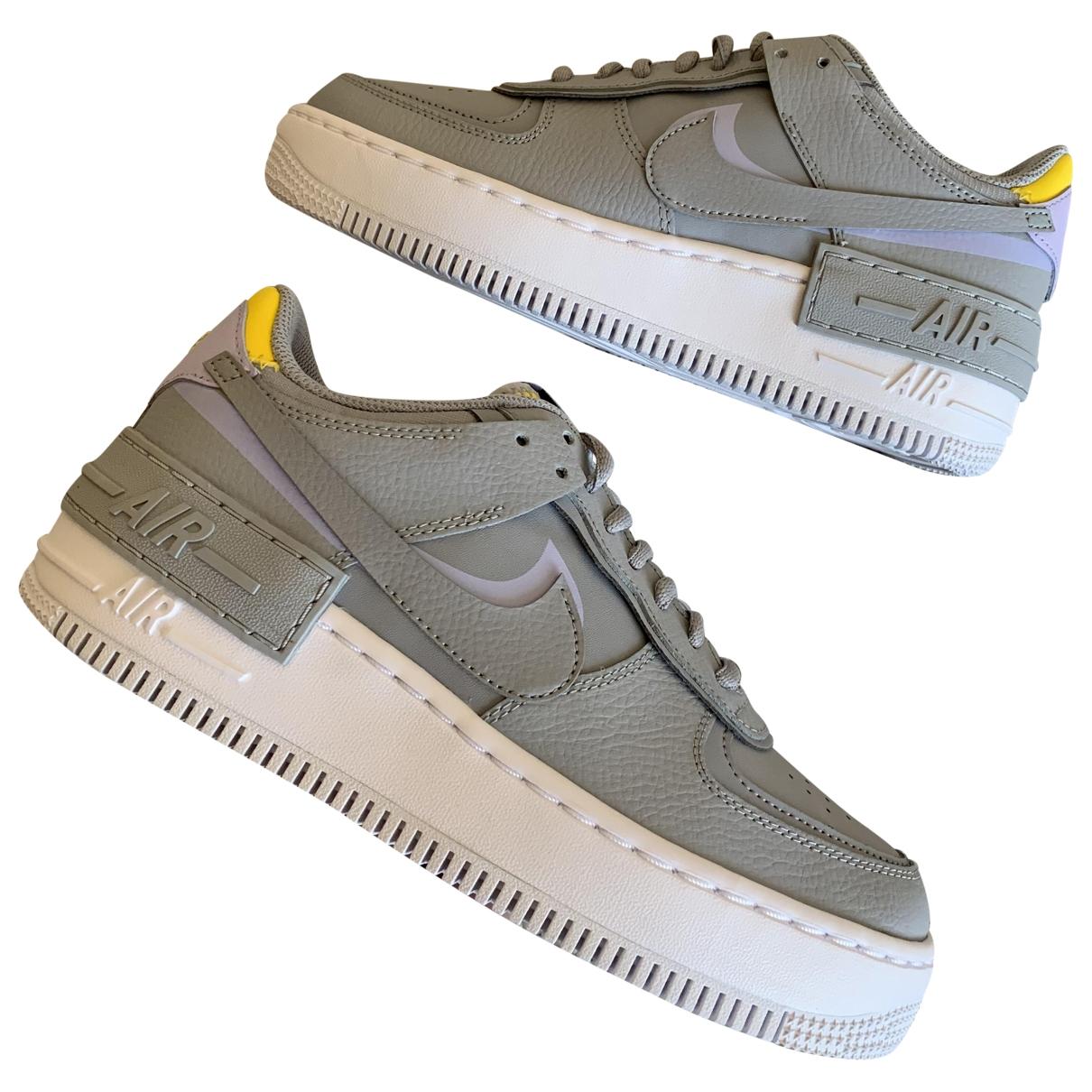 Nike Air Force 1 Sneakers in  Grau Leder