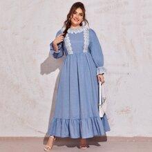 Kleid mit Stickereien, Netzstoff und Rueschenbesatz