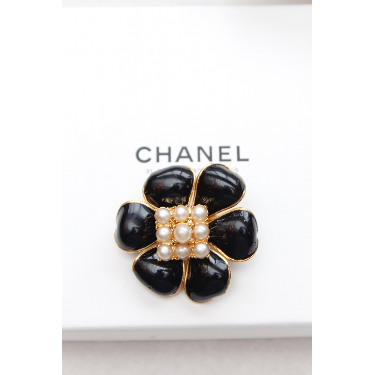 Chanel Camélia Black Glass Pins & brooches for Women \N