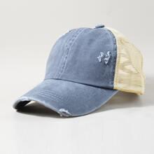 Baseball Hut mit Riss und Lochern