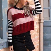 Crop Pullover mit Farbblock und sehr tief angesetzter Schulterpartie