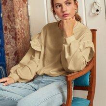 Sweatshirt mit sehr tief angesetzter Schulterpartie und Rueschenbesatz