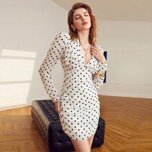 Kleid mit Gigot Ärmeln, Rueschen und Punkten Muster