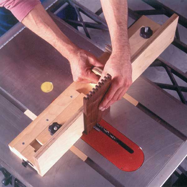 Woodworking Project Paper Plan to Build Box-Joint Jig Plan with a Penchant for Precision