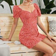 Kleid mit Bluemchen Muster und geraffter Rueckseite