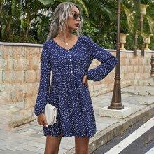 Babydoll Kleid mit Bluemchen Muster und Knopfen vorn