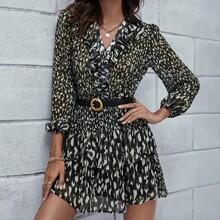 Kleid mit Camo Muster, Rueschenbesatz, mehrschichtigem Saum ohne Guertel