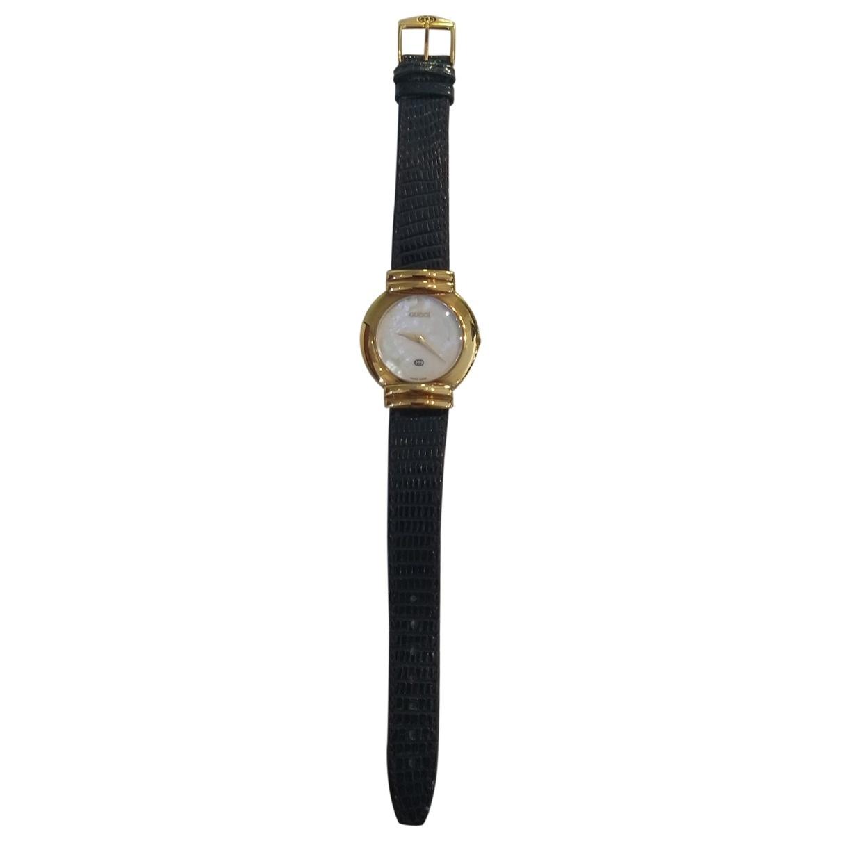 Gucci \N Uhr in Vergoldet