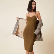 Einfarbiges figurbetontes Kleid