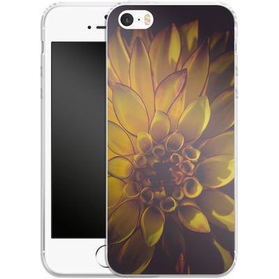 Apple iPhone 5 Silikon Handyhuelle - Yellow Dahlia von Joy StClaire