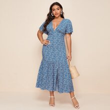 Kleid mit tiefem Kragen, Schosschenaermeln, Schlitz und Bluemchen Muster