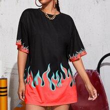 T-Shirt mit sehr tief angesetzter Schulterpartie und Feuer Muster