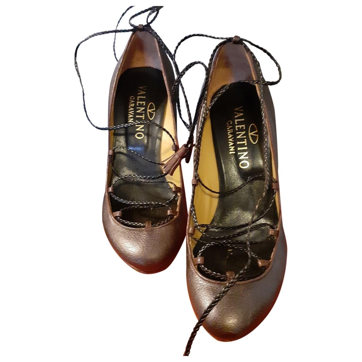 Valentino Garavani - Escarpins   pour femme en cuir - dore