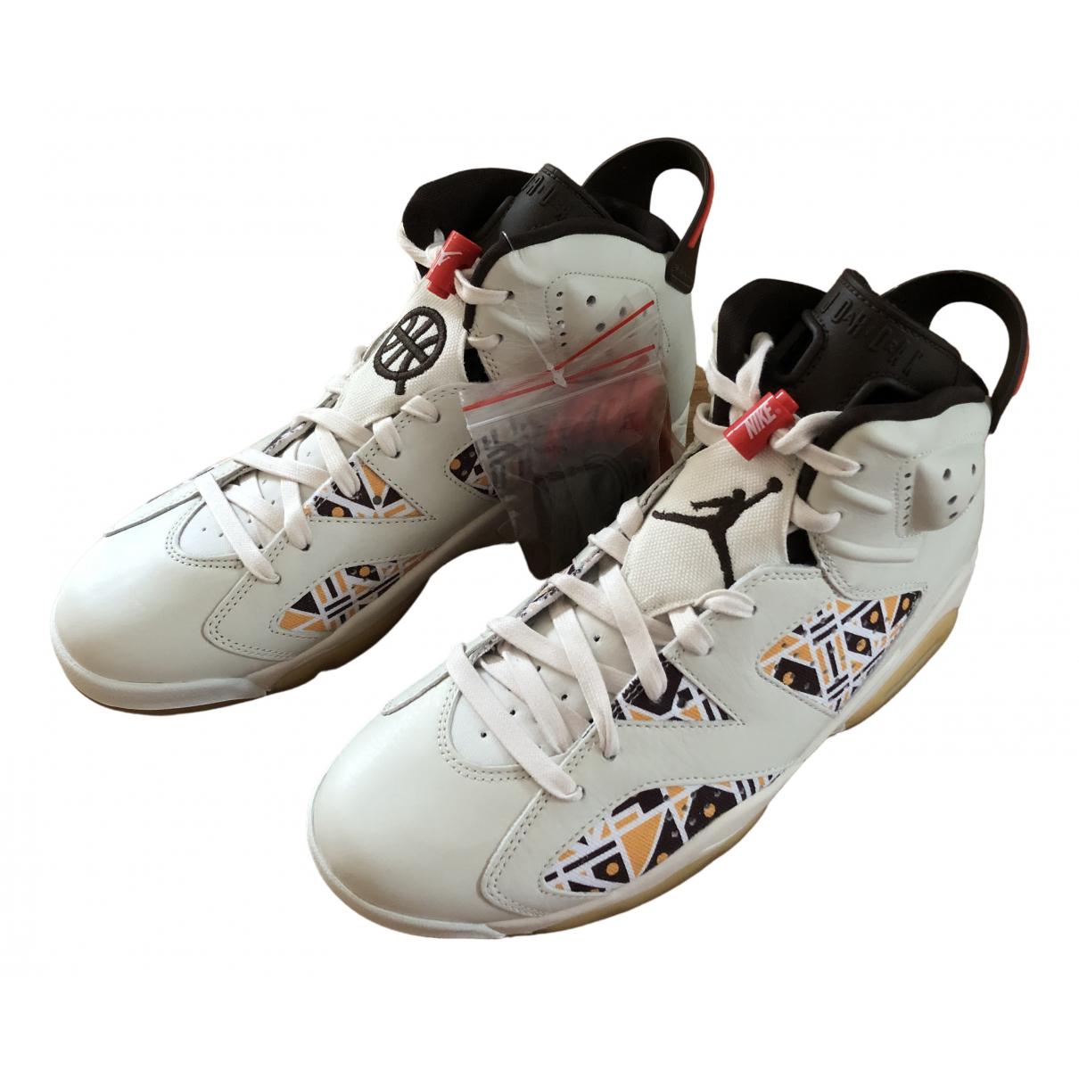 Jordan Air Jordan 6  Sneakers in  Beige Leinen