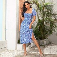 Kleid mit Bluemchen Muster, Raffung und Schlitz