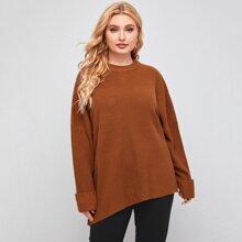 Langer Pullover mit sehr tief angesetzter Schulterpartie und gerollten Manschetten