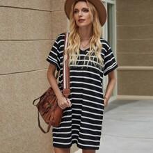 Kleid mit V Ausschnitt und Streifen