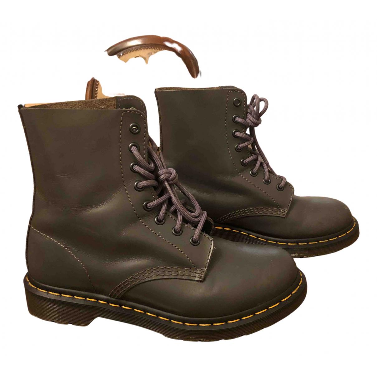 Dr. Martens - Boots 1460 Pascal (8 eye) pour femme en cuir - gris