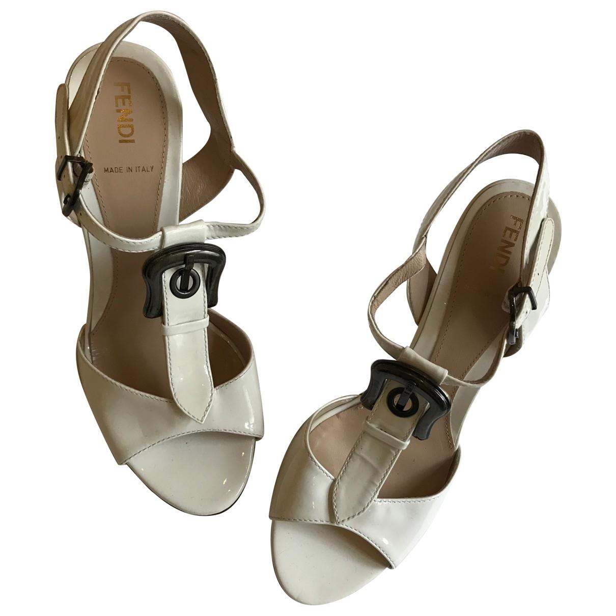 Fendi - Sandales   pour femme en cuir verni - blanc