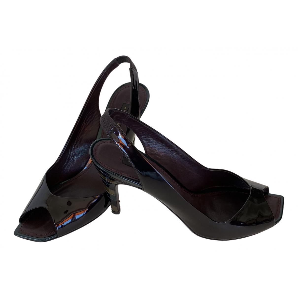 Louis Vuitton \N Pumps in  Lila Lackleder