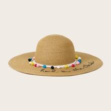 Sombrero de paja con diseño de letra con diseño de pompom