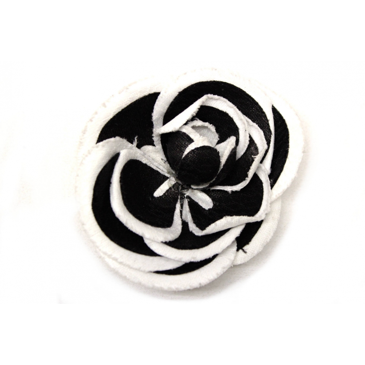 Chanel Camélia White Cloth Pins & brooches for Women \N