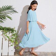 Maxi Kleid mit Falten und Cape