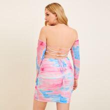 Vestido con fruncido de tie dye de espalda abierta con cordon de hombros descubiertos