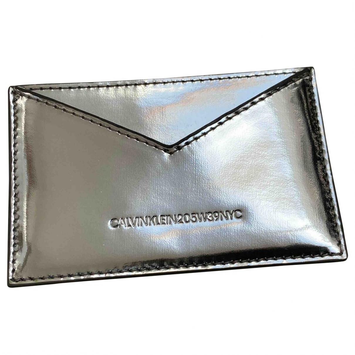 Calvin Klein 205w39nyc - Portefeuille   pour femme en cuir verni - argente