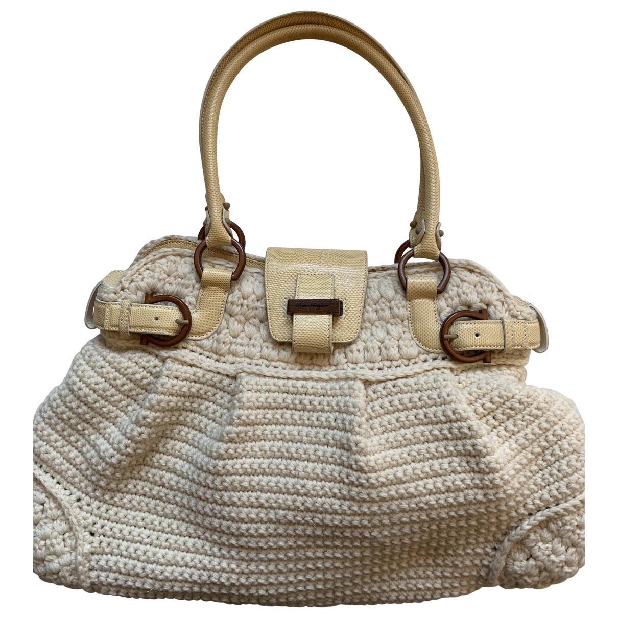 Salvatore Ferragamo \N Handtasche in  Weiss Wolle