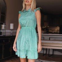 Kleid mit Peter Pan Kragen, Rueschen und Muster