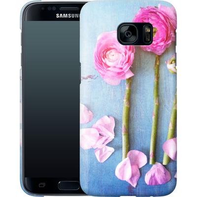Samsung Galaxy S7 Smartphone Huelle - Cottage Flowers von Joy StClaire