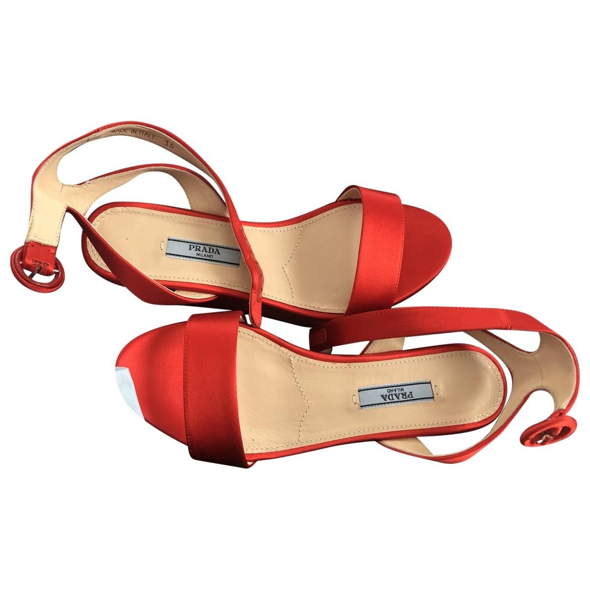 Prada \N Sandalen in  Rot Leinen