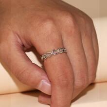 Ring mit Hohlen und Infinity Design