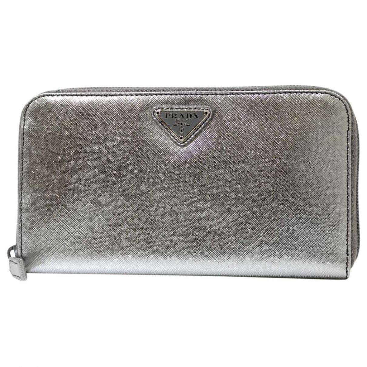 Prada \N Portemonnaie in  Silber Leder