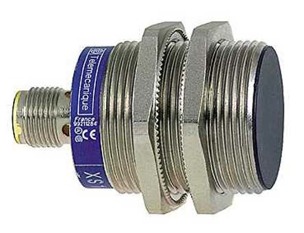 Telemecanique Sensors M30 x 1.5 Inductive Sensor - Barrel, PNP-NO/NC Output, 10 mm Detection, IP65, IP67, IP69K, M12 -