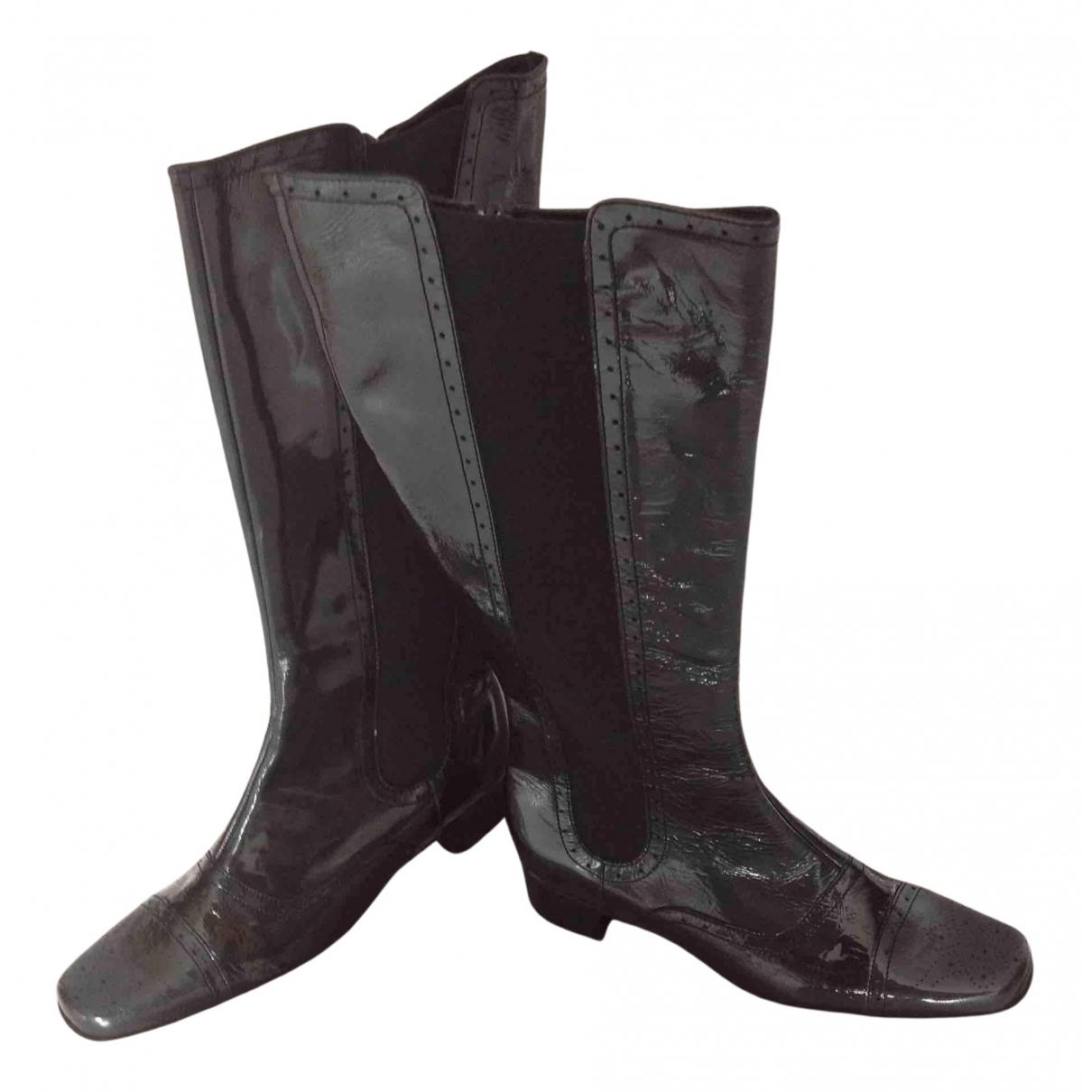Non Signe / Unsigned \N Stiefel in  Schwarz Lackleder