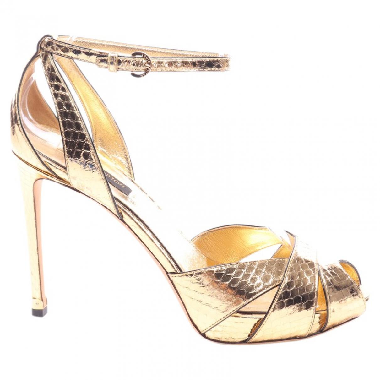 Louis Vuitton \N Sandalen in  Metallic Leinen
