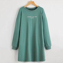 Sweatshirt Kleid mit sehr tief angesetzer Schulterpartie und Buchstaben Muster