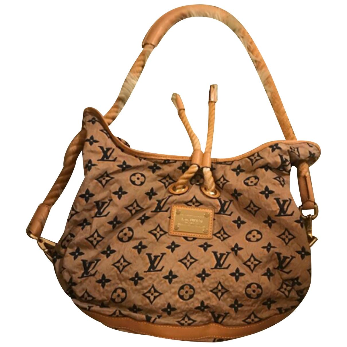 Louis Vuitton \N Handtasche in  Kamel Leinen