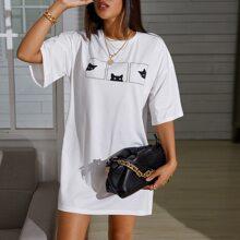 T-Shirt mit sehr tief angesetzter Schulterpartie und Auto Muster
