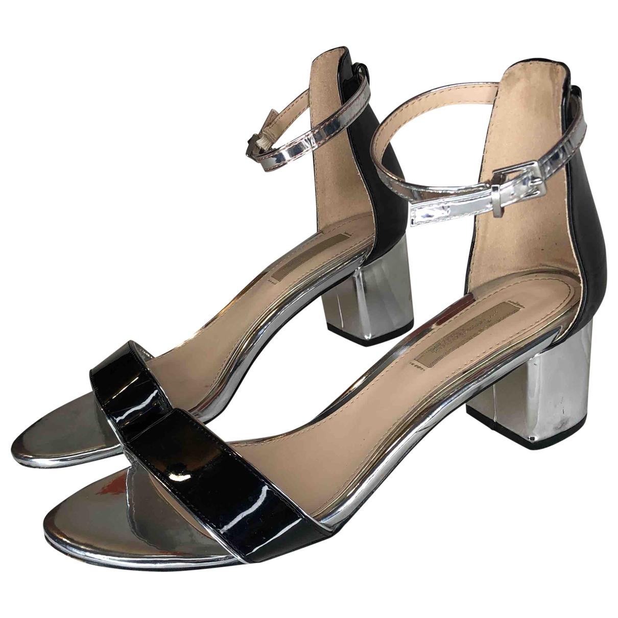 - Sandales   pour femme en cuir verni - argente